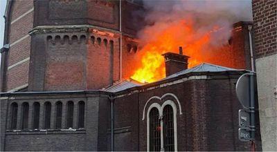 Otro llamativo incendio en una iglesia francesa