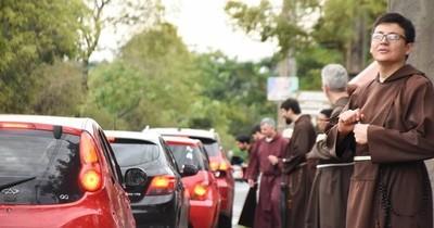 La Nación / Este sábado los hermanos capuchinos realizarán la tradicional bendición de vehículos