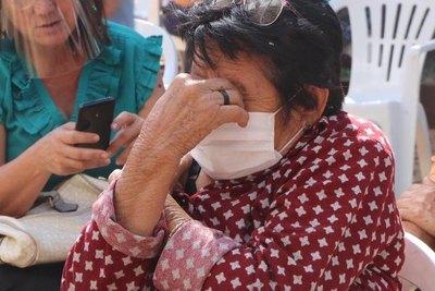 Crónica / Abuela lloró anga de emoción tras la vacuna