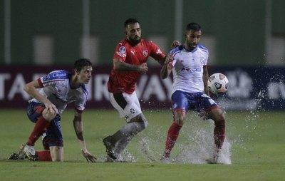 Versus / Independiente empata de visita ante el Bahia de Óscar Ruiz