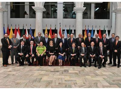 RREE aprueba ascenso de 17 diplomáticos, 4 a embajadores