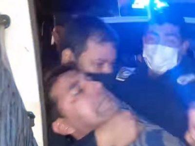 Hombre denuncia que policías le ofrecieron dinero para evitar publique videos de agresión