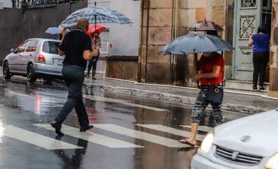 Persiste la lluvia durante este miércoles y desciende la temperatura