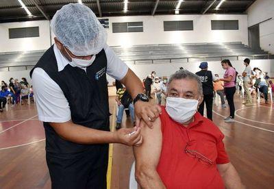 Preocupa que más del 50% de agendados no acude a vacunarse, dice ministro Borba