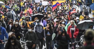 La Nación / Colombia: una reforma tributaria que aprieta a la clase media y aviva protestas