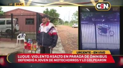 Violento asalto en parada de bus en Luque