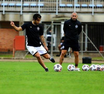 Olimpia y se enfrenta al Inter de Brasil con la obligación de traer un resultado positivo