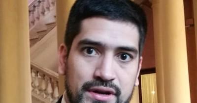 """La Nación / Secretario de Abdo recula y pide perdón por alardear el """"4 de mayo"""""""