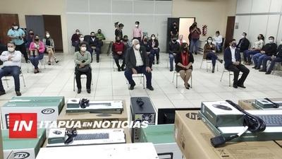 ENTREGAN EQUIPOS INFORMÁTICOS A ESCUELAS DE ITAPÚA.