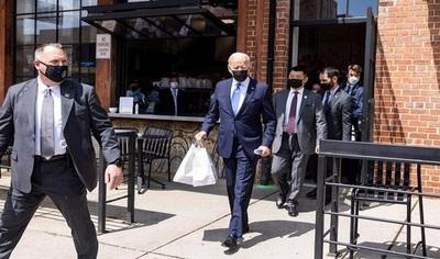 """¡Sorpresa! Biden compra """"tacos y enchiladas"""" en restaurante beneficiado con ayuda federal"""