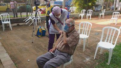 Vacunación para adultos mayores en la Casona Julio Correa de Luque y en el Hospital Distrital de Areguá será hasta el viernes
