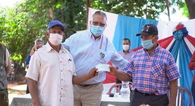 Gobernador entregó aporte a productores en Yhú