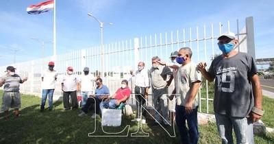 La Nación / Cámara de Comercio solicita al IPS transparencia en procedimientos de trabajadores suspendidos