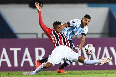 Versus / Con Cáceres de titular, Racing empata contra el Sāo Paulo de Dani Alves