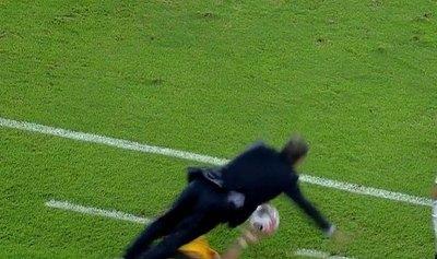 """Versus / """"Taclean"""" y casi noquean a un exDT de Cerro en Copa Libertadores"""