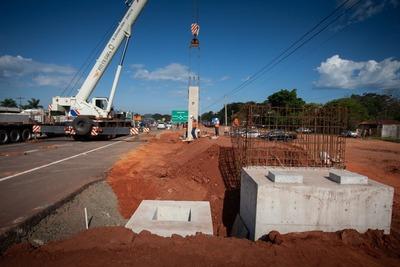 Ruta PY02: se inició montaje de vigas de la primera pasarela peatonal en Caaguazú