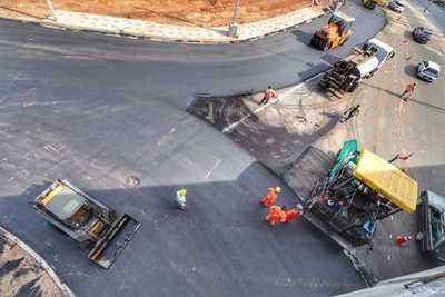 Corredor Vial Botánico: avanzan labores de asfaltado en la rotonda de Artigas