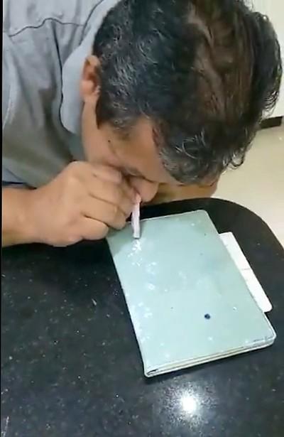 Afirman que es COCAINA lo que inhala el PAPA del intendente Miguel PRIETO