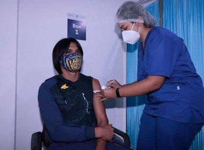 APF inicia vacunación contra el COVID