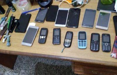 Llamadas extorsivas: requisan 16 celulares en la cárcel de Concepción