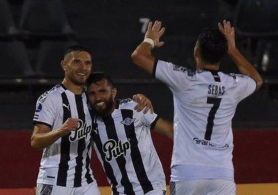 Versus / Libertad va por su tercera victoria consecutiva en la Sudamericana