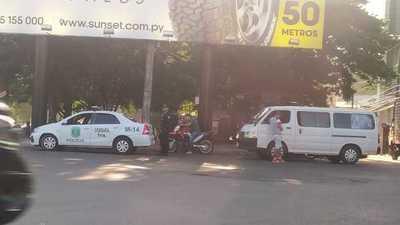Policía de la PRIMERA cuando no están haciendo GUARDIA PRIVADA están COIMEANDO