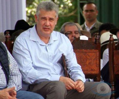 Buscando ser reelegido por cuarta vez, Jose Acevedo prioriza campaña electoral y olvida merienda de niños  a niños