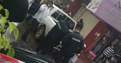 La Nación / San Lorenzo: en medio de balacera, asaltan camioneta que llevaba recaudación de comuna