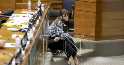 La Nación / Diputada liberal pide a parlasurianos justificar su sueldo y ocuparse de la vacunación vip
