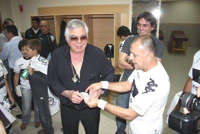 """Versus / """"Loco"""" González destrozó a Olimpia y realizó un pedido a Roque"""