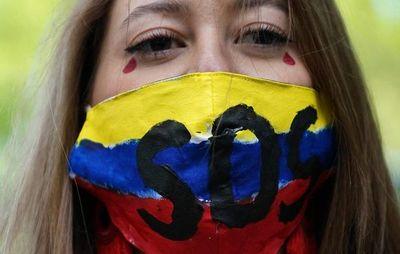 Colombia llama al diálogo político, mientras protestas siguen en la calle
