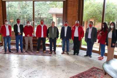 Intendentables de Paraguarí y Gobernador del IX Departamento dialogaron con Horacio Cartes