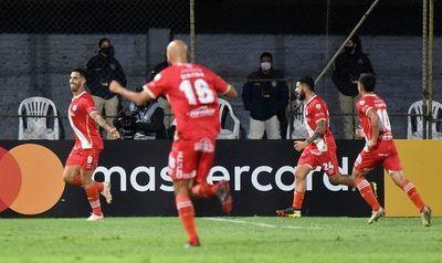 Argentinos Juniors gana a Atlético Nacional y se acerca a octavos