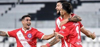 """Versus / Doblete y golazo del """"Haaland guaraní"""" en la Copa Libertadores"""