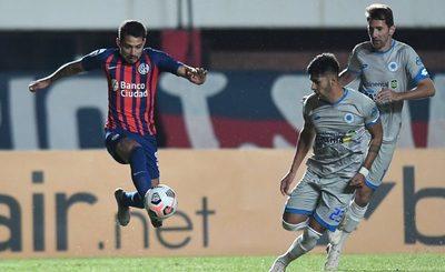 """Versus / El guapo """"12"""" trae un puntazo y lidera en la Sudamericana"""