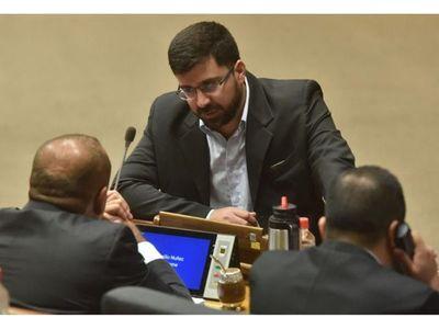 Villarejo dice que HC domina Cámara y critica apoyo liberal