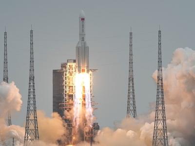 El cohete chino fuera de control se aproxima a la Tierra y no se sabe dónde impactará
