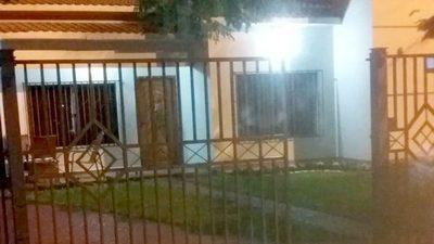 DUEÑOS DE SUPERMERCADO SUFREN  ASALTO EN EL PORTÓN DE SU VIVIENDA