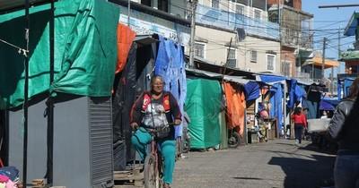 La Nación / Comerciantes de Nanawa denuncian que Hacienda les pide devolver el subsidio cobrado
