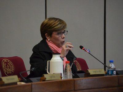 Senadora afirma que el proyecto del Ejecutivo debe ser analizado · Radio Monumental 1080 AM