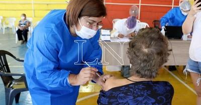 """La Nación / """"La mejor vacuna es la que está a tu alcance"""", afirma infectólogo"""