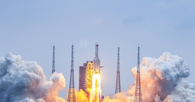 La Nación / EEUU no planea derribar cohete chino errante
