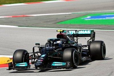 Versus / Mercedes domina las libres en España