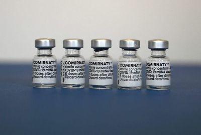 Pfizer y BioNTech inician proceso para aprobación plena de su vacuna en EE.UU.