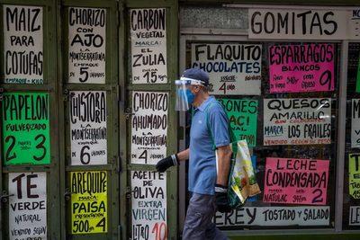 Las autoridades venezolanas hicieron casi 1.500 ajustes de precios en abril