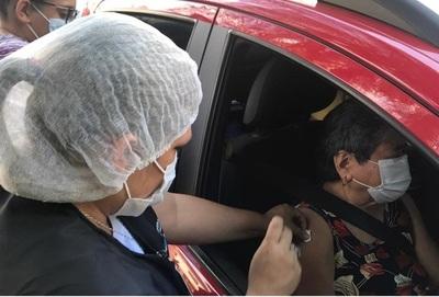 Anticovid: desde el lunes vacunan a adultos mayores a partir de 70 años