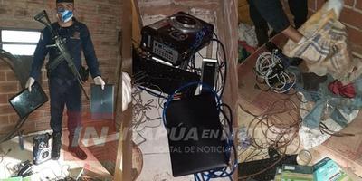 POLICÍAS LOGRAN RECUPERAR ELEMENTOS VALIOSOS HURTADOS DE LA ESC. SANTA CLARA.