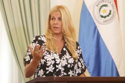"""Directora de Migraciones afirma que el pasaporte sanitario """"se va a dar en un futuro"""""""