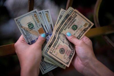 El peso mexicano cierra en 19,95 por la debilidad del dólar estadounidense