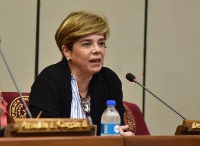 Senadora cuestiona que con aplicación de vacunas a futbolistas se haya roto el plan de vacunación
